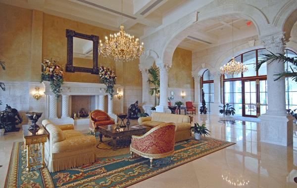 alles-etwas-grosser-bei-trump-die-lobby-des-clubhauses