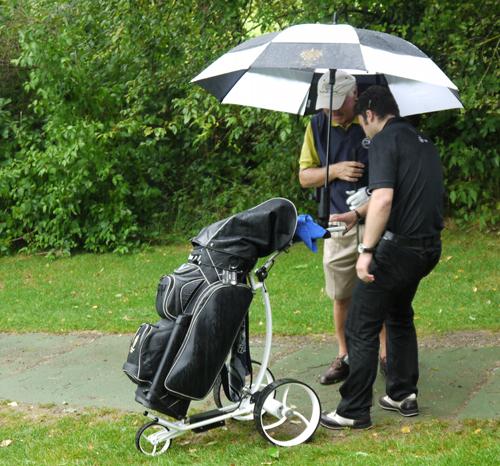 hauptsponsor-agent-golf-sponsorte-carts-fur-die-runde