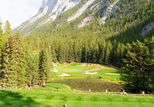 banff-springs-golf-loch-4-par-3-1