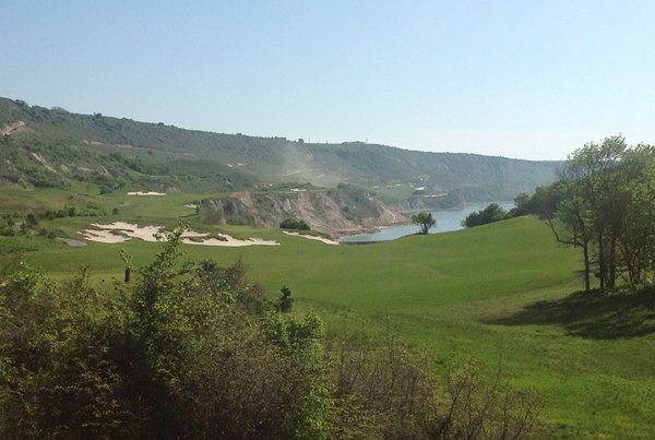 abschlag-bahn-1-471-meter-thracian-cliffs