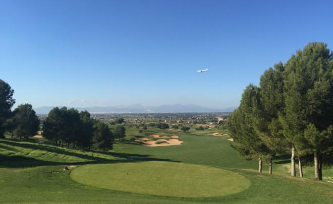 Der Golfplatz Son Gual befindet sich in der Flughafen-Einflugschneise