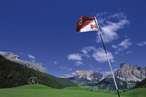 Italiens einziges Bergdorf mit zwei Michelin-Sternen und ein Weltklasse-Golfplatz Alta Badia