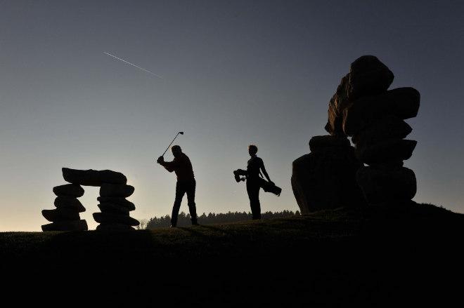 Besser Golfen mit Yin und Yang: Auf Deutschlands erstem Feng-Shui-Golfplatz im niederbayerischen Bromberg bei Passau ist alles nach der uralten asiatischen Harmonielehre ausgerichtet. Auch Steintore sollen den Golfern positive Energie für den perfekten Abschlag geben auf dem Feng Shui GolfplatzFoto: obx-news