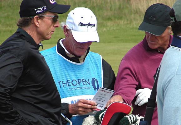 Auch Greg Norman vertraute bei seiner Teilnahme an der Open 2008 dem Heinrich Yardage Book