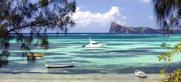 Farbenspiel des Indischen Ozeans mit vorgelagerten Korallenbänken - Photocredit: MTPA