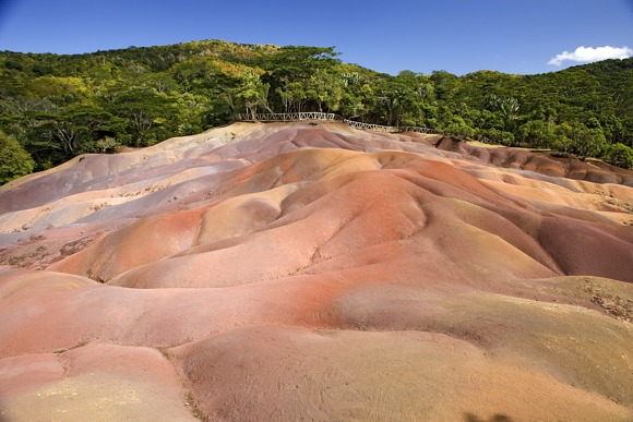 Das nie ganz geklärte Naturwunder der farbigen Erde bei Chamarel - Photocredit: MTPA