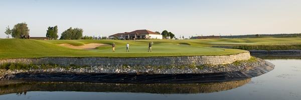 Das aufwendige Inselgrün nahe des Clubhauses als Traumfinale - Photocredit: Stefan von Stengel / Golf Valley