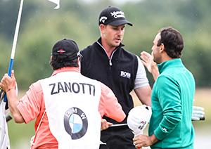 ein enttäuschter Stenson gratuliert Zanotti