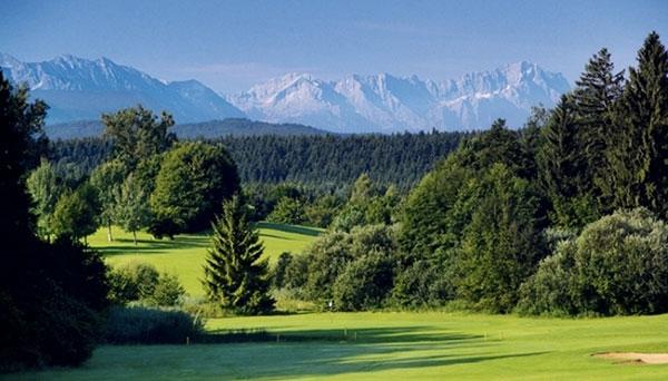 Golfclub-Iffeldorf-Bergpanorama-Fotocredit-Golfclub