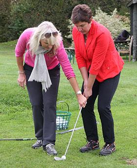 Irmgard-Badura-beim-Golfspiel-Fotocredit-Huber