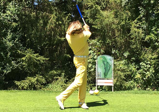 Toller Golfschwung - tolles Golf Handicap - mit Handicap 3.7 hat Hinterseer bei diversen Promi Turnieren den ein oder anderen Golf Pro in den Schatten gespielt