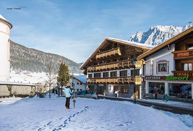 Alpine-Apart-Hotel-Pure-Lermoos-Eingang