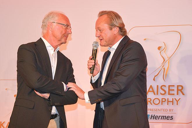 Vorstand Otto Gruppe und CEO Hermes Versand Hanjo Schneider mit Franz Beckenbauer