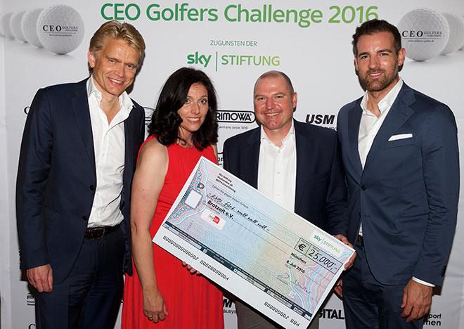 25.000 € Scheckübergabe der SKY Stiftung an den von Uschi Glas gegründeten Verein Brotzeit