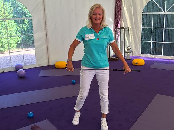 Cornelia Albrecht - Golf Physio mit TPI Bewegungsübungen der bekannten St. Moritzer Klinik Gut welche in Ascona einen Ableger hat.