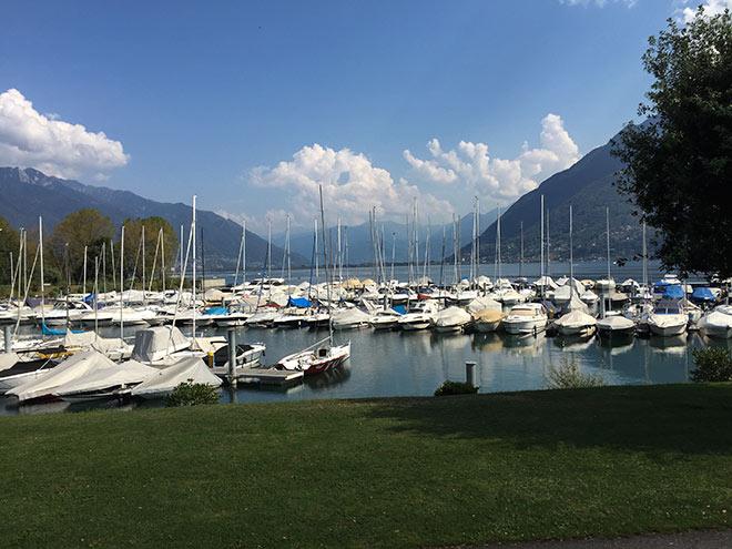 Der Yachthafen direkt hinter dem Hotel Giardino am Golfclub Patriziale.