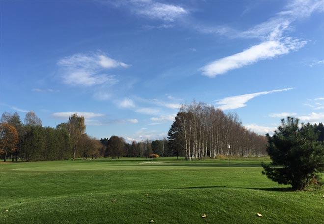 Als wäre er schon immer hier gewesen: Behutsam wurde der 18-Loch-Golfplatz in die Natur eingefügt. Wörthersee-Blick hat man hier allerdings nicht.