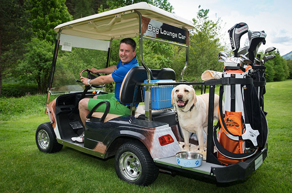 Im Golfclub GC Gut Brandlhof gibt es extra Golfcarts für Herrchen und Hund! Perfekt für Hunde auf dem Golfplatz! Fotocredit: Hotel Gut Brandlhof