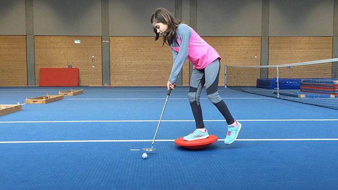 Golftraining im Winter: Selina Nezirovic will Spitzengolferin werden! Fotocredit: Golfclub Wldegg-Wiggensbach
