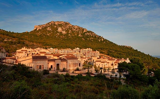 Das Park Hyatt Mallorca schmiegt sich in die Natur ein als wärees schon immer da gewesen. Keine Bausünden weit und breit und Natur pur!