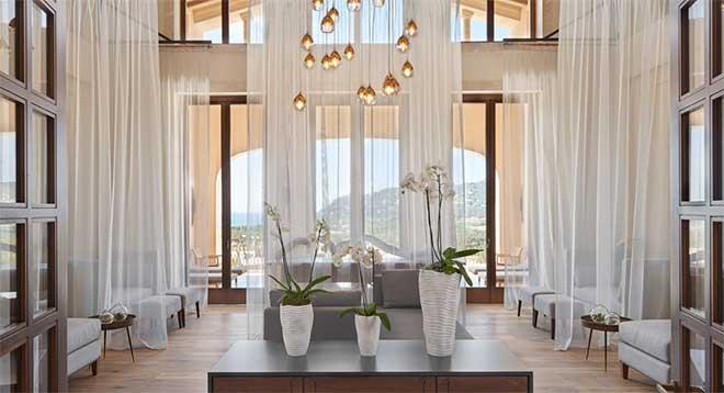 Ruheraum des Serenitas Spa mit dem besten Blick auf die Bucht von Canyamel