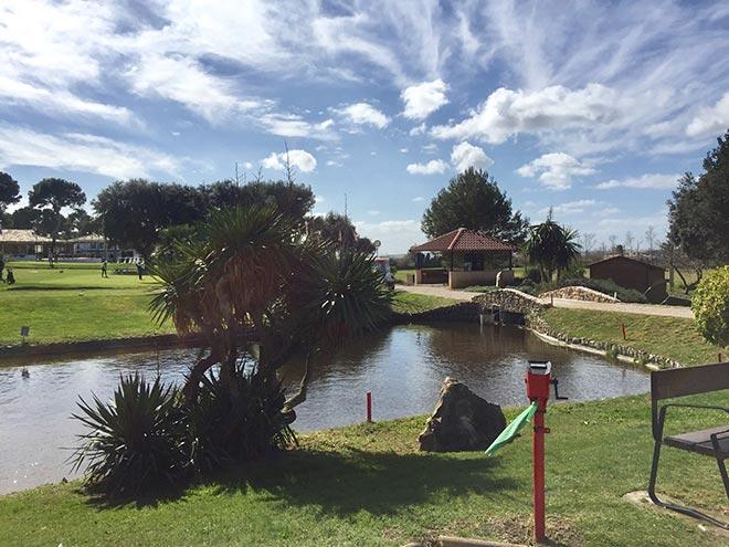 Seit über 50 Jahren gibt es den Golfplatz, welcher als 9 Loch Golfplatz gegründet wurde. Zu den neuen neun Löcher gibt es für Golfer keinen Unterschied.