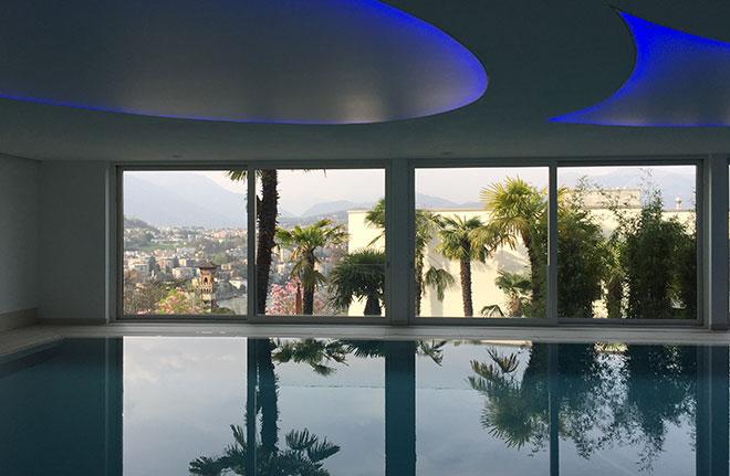 Ein 18-Meter-Indoor-Pool gibt ebenfalls den Blick auf Lugano frei.
