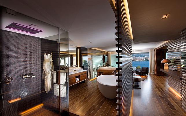 Ein Zimmer wie auf einer Yacht: Schiffsboden, Edelmaterialien und überall Blick aufs Wasser! The View Hotel macht seinen Namen alle Ehren!