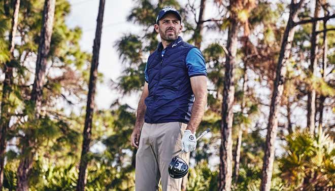 Charl Schwartzel istbeeindruckt von der Technik und der Freiheit beim Golfschwung, welche er mit der KJUS Golfbekleidung hat! Fotocredit: Pio Mars