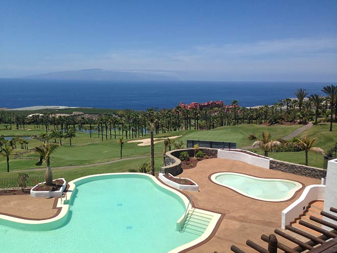 Schöner Ausblick auf Meer, Abama Resort und Golfplatz. Fotocredit: Abama Luxury Residences