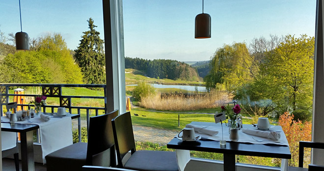 Der schöne Ausblick vom Frühstückstisch weckt Lebensgeister