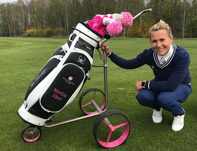 Den Turnier-Caddy tauscht Martina Eberl jetzt Elektro-Caddys getauscht!