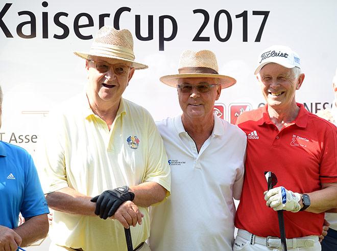 Alois Hartl im Kaiser Cup Flight mit Franz Beckenbauer und Hans-Dieter-Cleven. Fotocredit: Wolfgang Breiteneicher, SchneiderPress