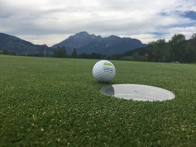 Das Puttingtool von Kramski sollte bei jedem Spieler zum Golf Equipment gehören.