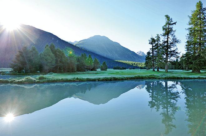 In diesem Wasser sollte man nicht nach Golfbällen fischen, denn das Gletscherwasser ist eisig kalt. Fotocredit: Cyrus Saedi