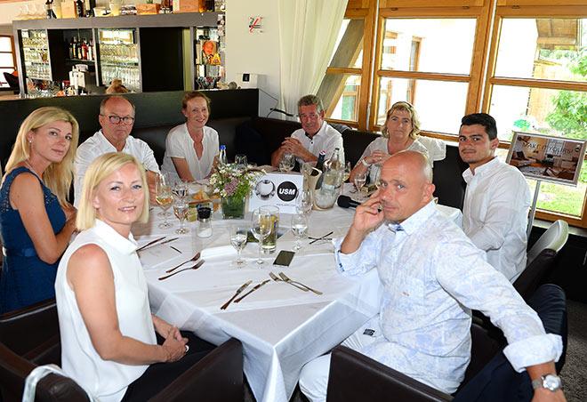 Ruth Werner vom USM Showroom München mit ihren Gästen