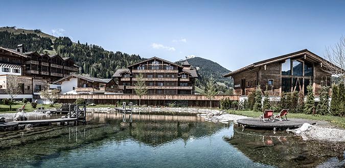 Das Hotel PURADIES mit eigenem Badesee