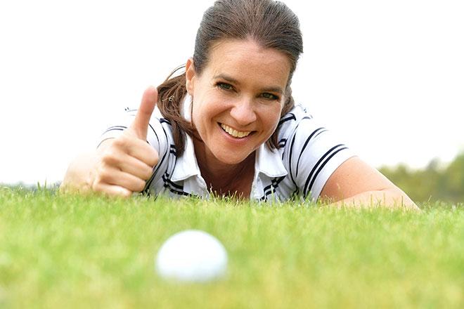 Katarina Witt schnuppert Golf beim 10. GRK Masters in Leipzig. Fotocredit: Manuel Kranert/Jetfoto