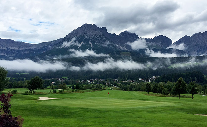 Der Golfplatz Wilder Kaiser bietet eine atemberaubende Kulisse