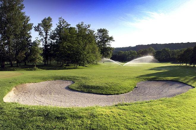 Der Platz bietet 18 sehr anspruchsvolle Bahnen mit engen Fairways und vielen Bäumen. Foto: Croara Golf Club