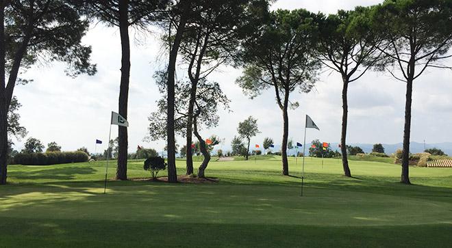 Auf der Trainingsanlage von PGA Catalunya kann man auch ohne Platzreife Golf spielen.