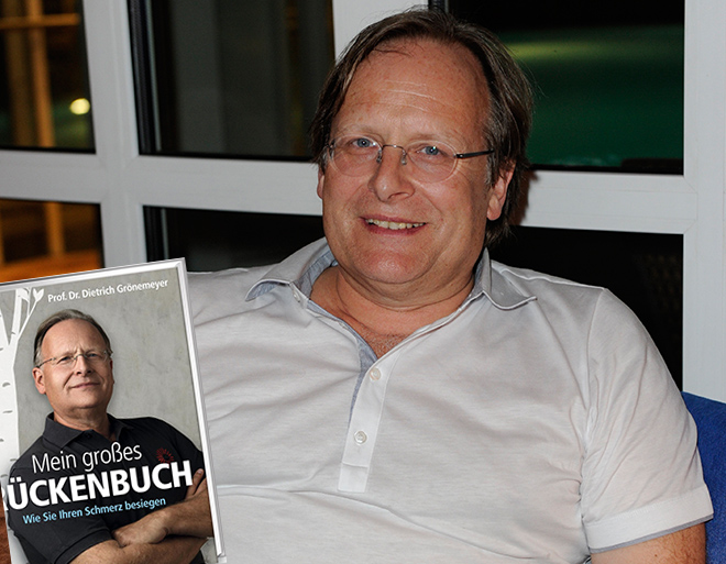 Prof. Dr. Dietrich Grönemeyer sagt zu Rückenschmerzen adieu! Fotocredit: Frank Rollitz, SchneiderPress
