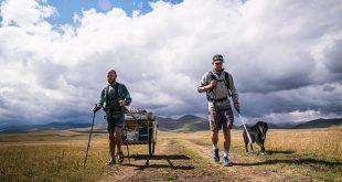 1980 Kilometer an ihrer Seite Hund 'UB' begleitet die beiden auf ihrem Weg. Foto: Laureus