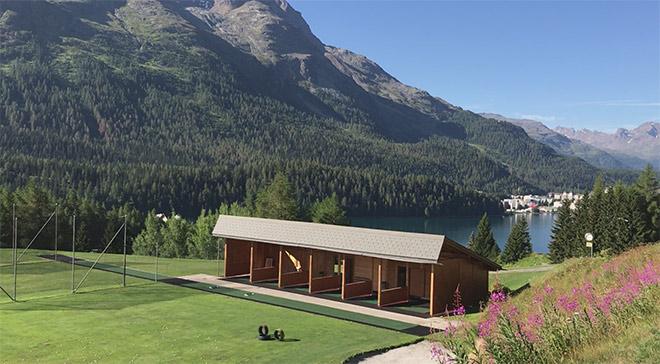 Die Kulm Golf Driving Range befindet sich auf historischen Boden. Zu Tee 9 kommt man hier automatisch vorbei mit Traum-Ausblick auf den St. Moritz See