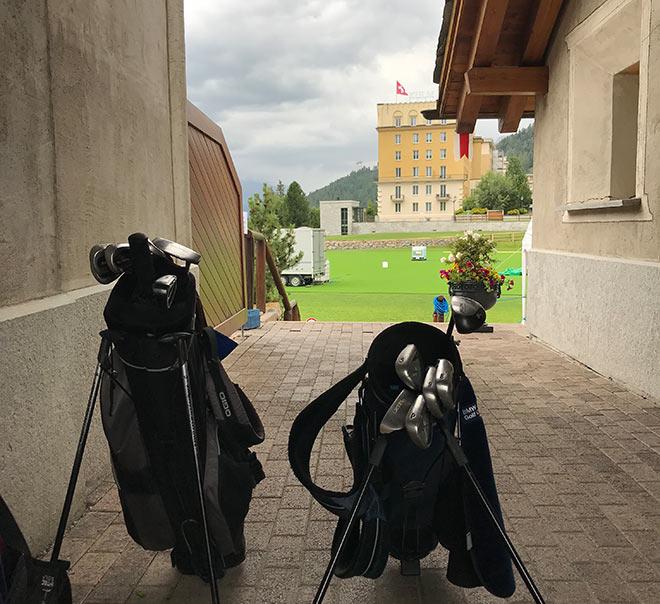 Für den Par3-Kulm-Golfcourse kann man getrost auf die Hälfte seiner Schläger verzichten. Vom Golfclub sieht man direkt auf das Kulm Hotel