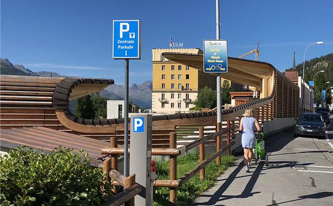Sir Norman Foster als St. Moritz Fan designte den neuen Pavillon