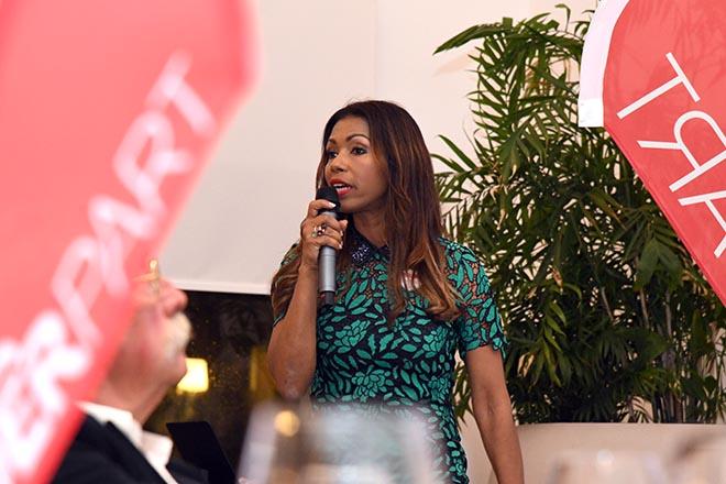 Petra Cruz als Europa-Chefin des Tourismusboards der Dominikanischen Republik teete beim DERPART Golf Cup 2018 selbst mit auf. Beim Galadinner gab sie Einblicke in die Golfwelt ihres Landes. Fotocredit: Elke A. Jung-Wolff