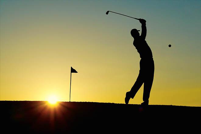 perfekter golfschwung Wie bedenklich ist Golfen für den Rücken?