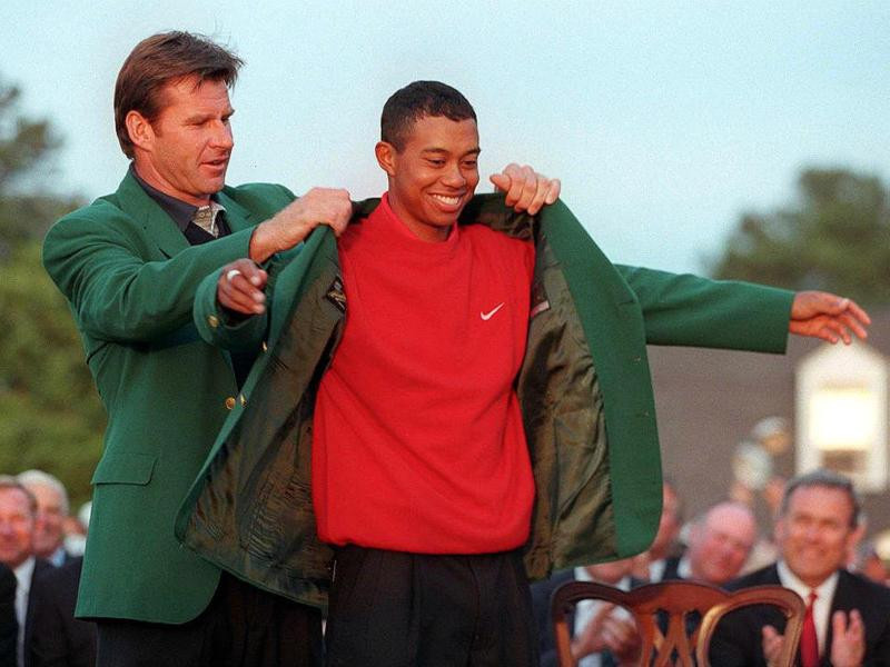 Möchte sein fünftes «Green Jacket»: Golf-Superstar Tiger Woods (r). beim Golf-Masters in Augusta Foto: Timothy A. Clary