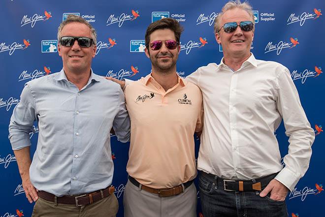 v.l.n.r.: Max Hamilton (Head of Commercial Partnerships von European Tour), der spanische Golfspieler und neuer Maui Jim Markenbotschafter Jorge Campillo, Martijn van Eerde (Director, Marketing Europe von Maui Jim)
